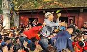 Hàng trăm người giẫm đạp nhau cướp lộc tại hội Gióng